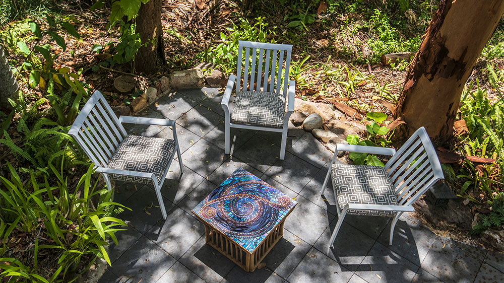 mosaic garden art table by Amayz Mosaics Sunshine Coast